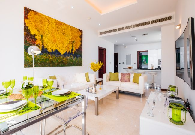 Apartment in Dubai - Bright Beachfront Apt w/ 'Wow! Factor' on The Palm