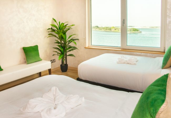 Apartment in Dubai - Spacious Premium Apt w/ Beach Access on The Palm