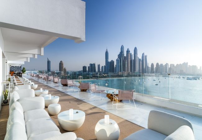 Apartment in Dubai - Luxurious Sea View Apt with Jacuzzi at FIVE Palm Jumeirah