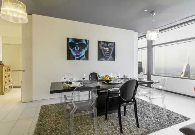 Apartment in Dubai - Bright, Luxury Apt w/ Impressive Dubai Skyline Views