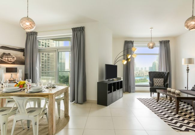 Apartment in Dubai - Stylish Apt w/ Views of Dubai's Dancing Fountain & Burj Khalifa
