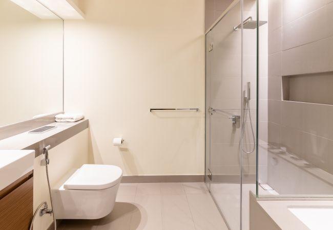 Apartment in Dubai - Apt w/ Dubai Luxury Experience Nxt to Burj Khalifa