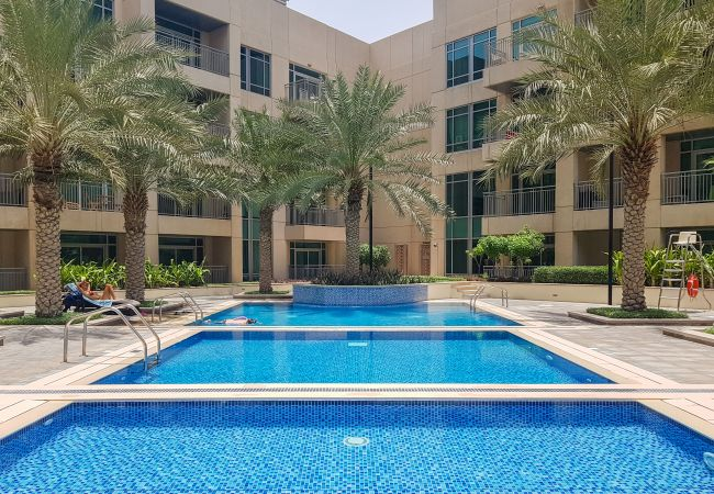 Apartment in Dubai - 5* Apt 4 Shopping, Tasting & Immersing in Dubai