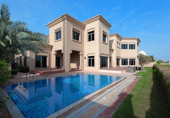 Villa in Dubai - Exclusive Villa w/ Dramatic Vw Private Beach & Pool