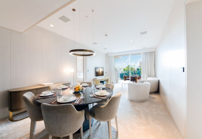 Apartment in Dubai - Stunning Luxury Apt in renowned FIVE on Palm Jumeirah
