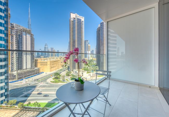 Studio in Dubai - Stylish Studio w/ Dubai Canal Vw in Business Bay
