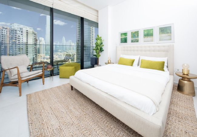 Apartment in Dubai - Well Connected Luxury Apt w/ Waterway Vws