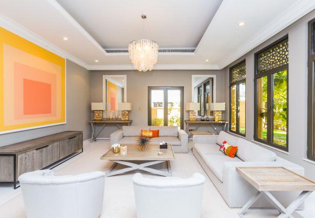 Villa in Dubai - Prvt Pool & Beach! in Luxury Palm Jumeirah Villa