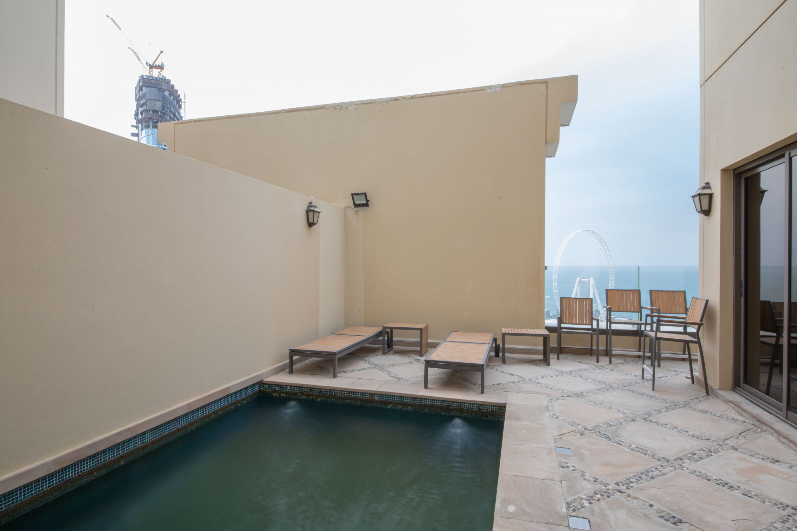 Sea View Penthouse w/Private Pool - Apartments in Dubai