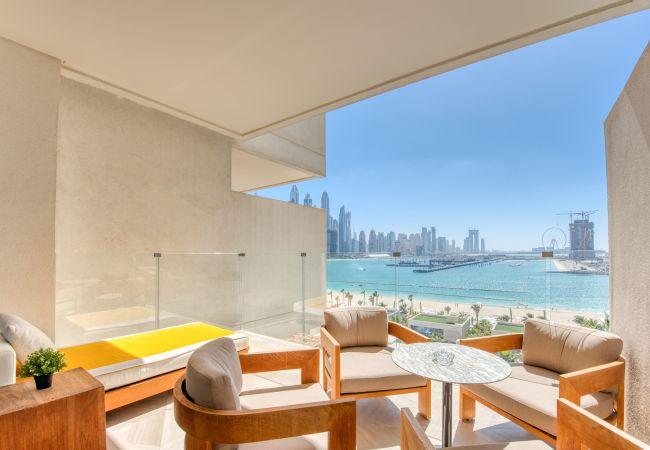 Apartment in Dubai - Elegant Apt in the Renowned FIVE on Palm Jumeirah