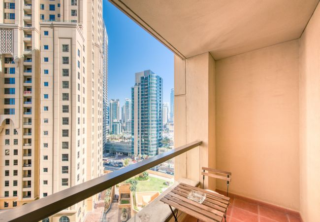 Apartment in Dubai - Premium 1BR Apt in the Heart of JBR Beach, Dubai