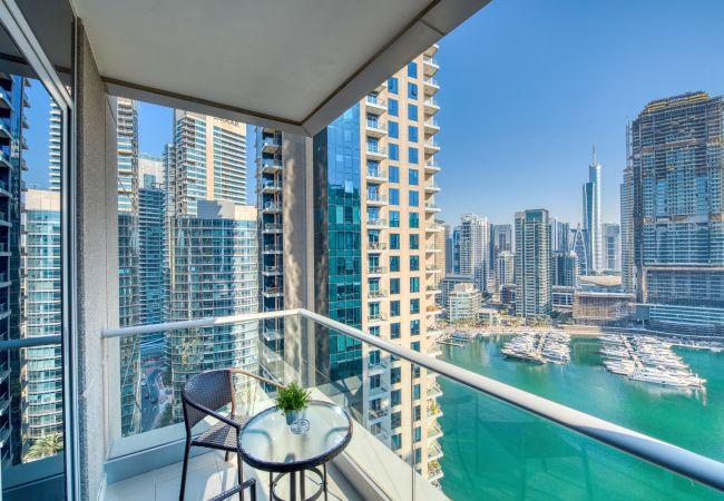 Apartment in Dubai - Dubai Marina Life Apt w/ Amazing Views